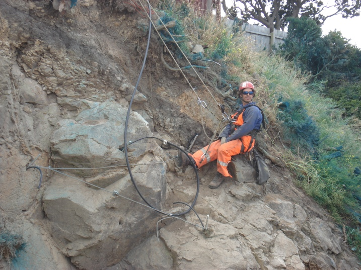 Grouting a temporary rock restraint (c) DAS