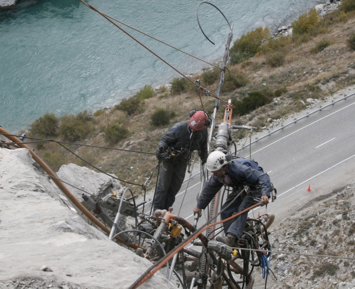 Inserting a 6m RB32 ready to grout rock-bolt (c) DAS