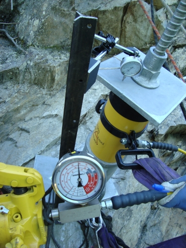 Our Enerpac kit in action on our last rock-bolting (c) DAS